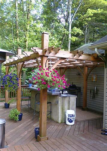 деревянные перголы навес над кухней