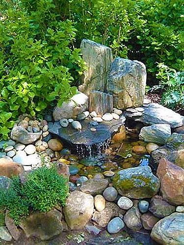 Фонтанчик в японском каменном саду