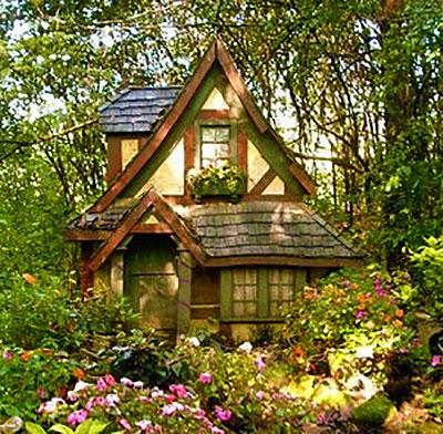 Идея фасада сказочного домика лесной феи