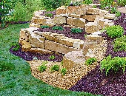 Подпорная стенка свободной формы из камней