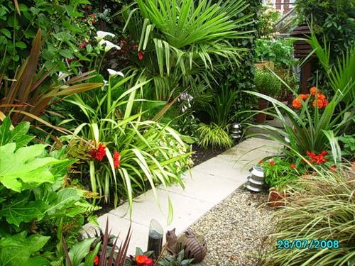 Садовая дорожка из бетонных плиток