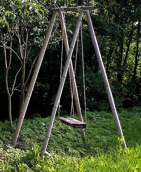 дачные качели из бамбука