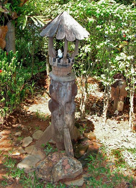 фонарь в саду