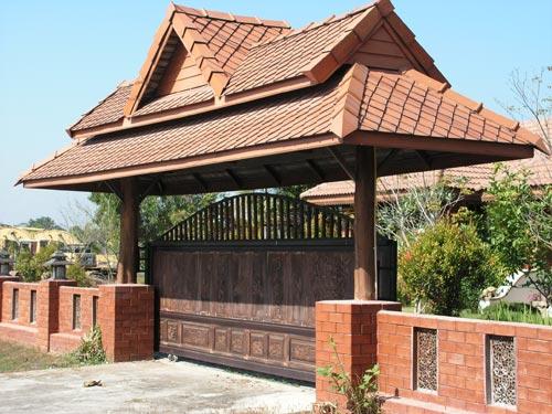 Деревянные откатные ворота на металлическом каркасе