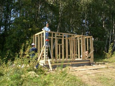 Строим маленький каркасный домик своими руками