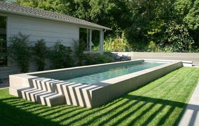 Прямоугольный бассейн на дачном участке