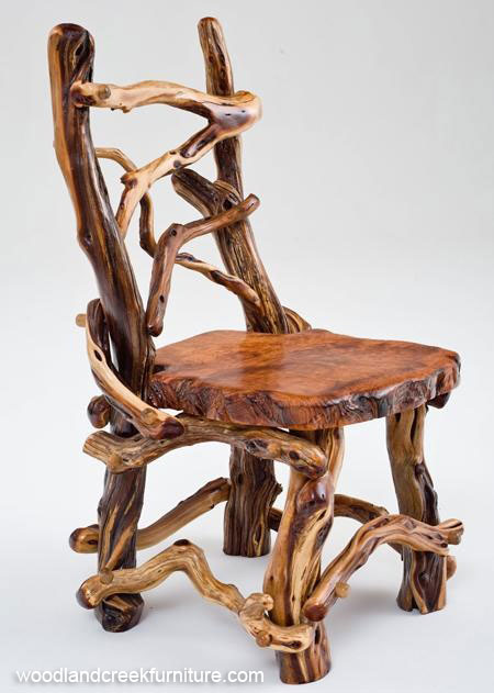 Декоративный деревянный стул из веток