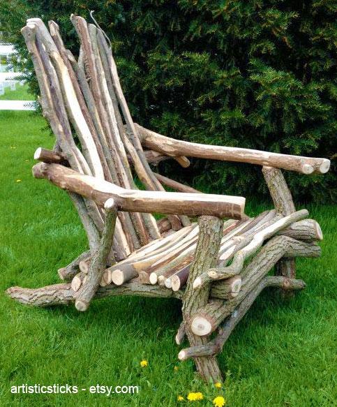 Дачное кресло из веток дерева