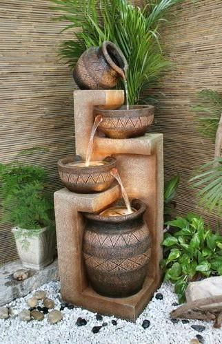 Ступенчатый фонтан из горшков