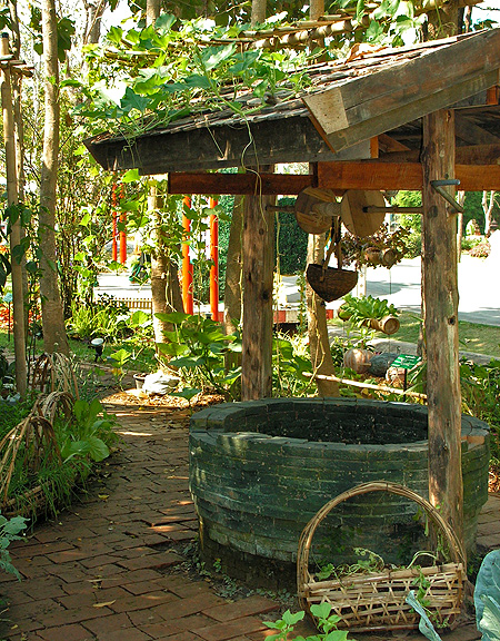 колодец в саду фото