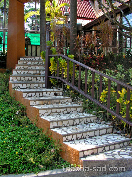 лестница в саду фото
