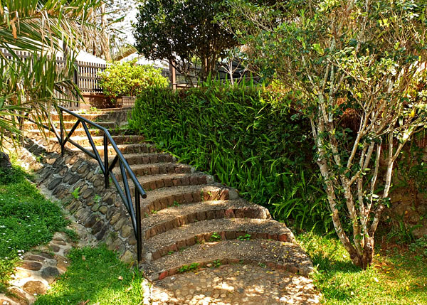 дизайн садовой лестницы
