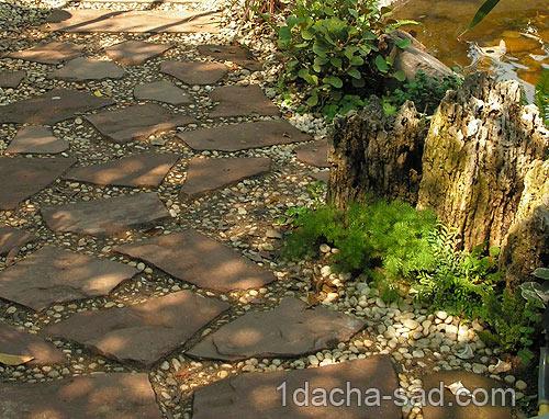 Гравийная засыпка между каменных плит