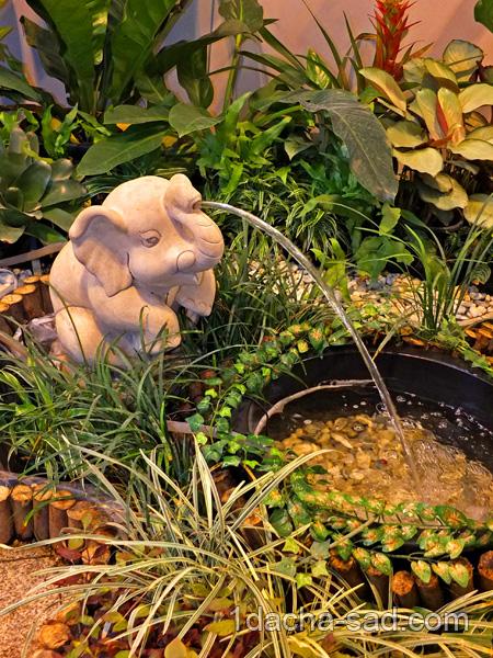 Декоративный фонтанчик в виде слоника