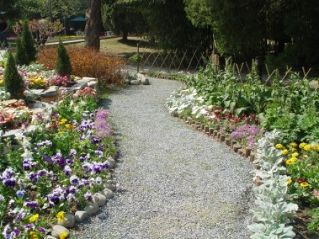 Садовая гравийная дорожка