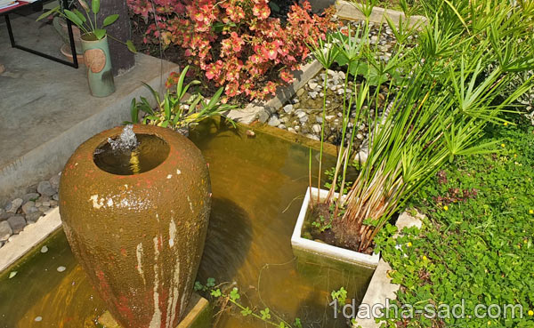 фонтан из вазы на даче