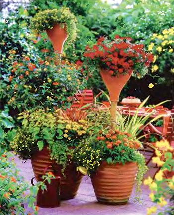 Уголок отдыха на даче - яркое патио с цветами 7