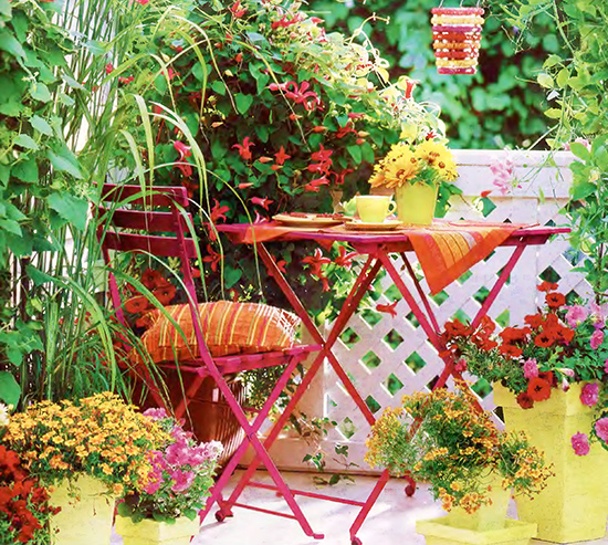 Уголок отдыха на даче - яркое патио с цветами 8