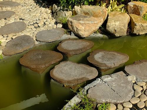 Декоративная переправа через ручей