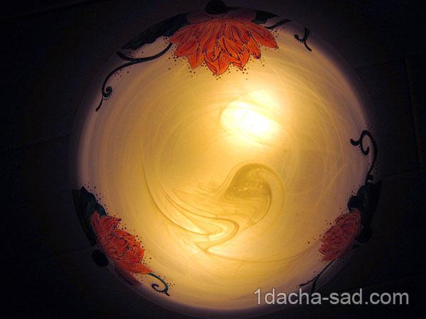 Светящийся потолочный плафон