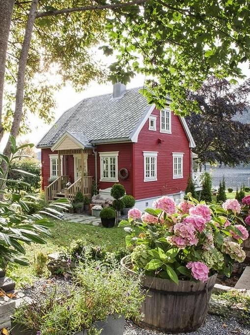 Красивый дачный дом своими руками