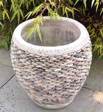 Горшок кашпо для цветов с декором из гальки 3
