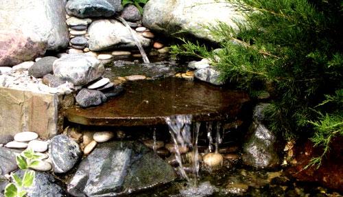 Искусственный ручей с водопадом