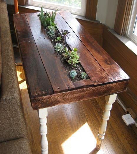 Стол с лотком для цветов из поддонов