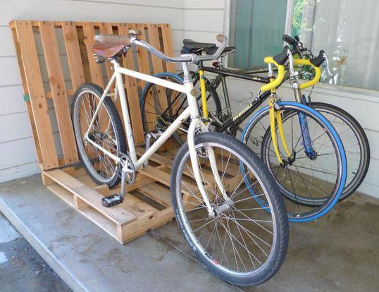 Стойка для велосипедов из поддона