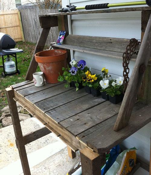 Садовый рабочий стол из поддонов