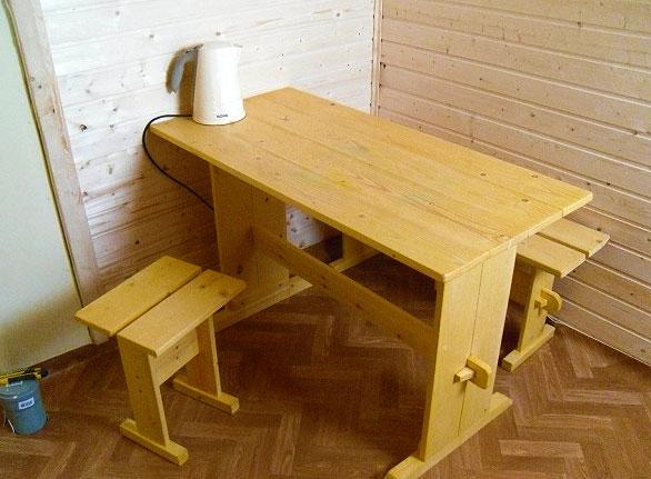 Деревянный стол и табуретки 16