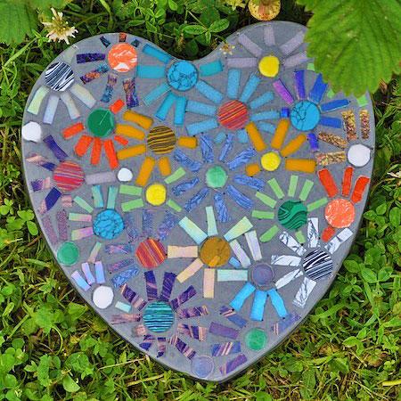 Мозаика в мощении в саду 2
