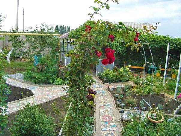Пергола и дорожки в саду