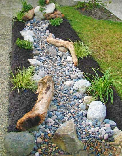 Красивый сухой ручей из камня