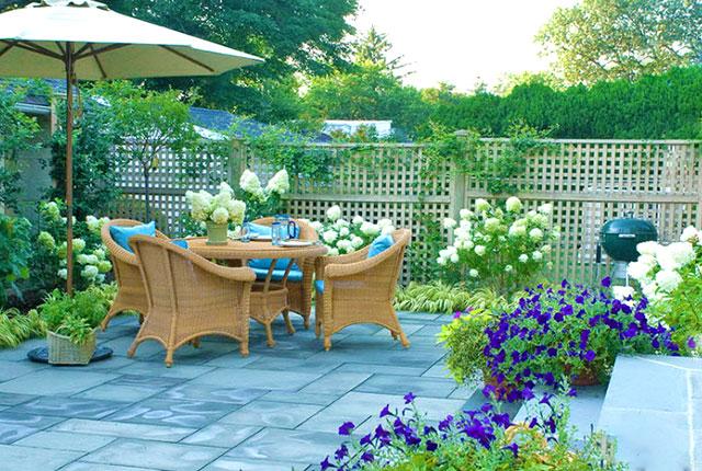 Идея оформления внутреннего дворика на даче