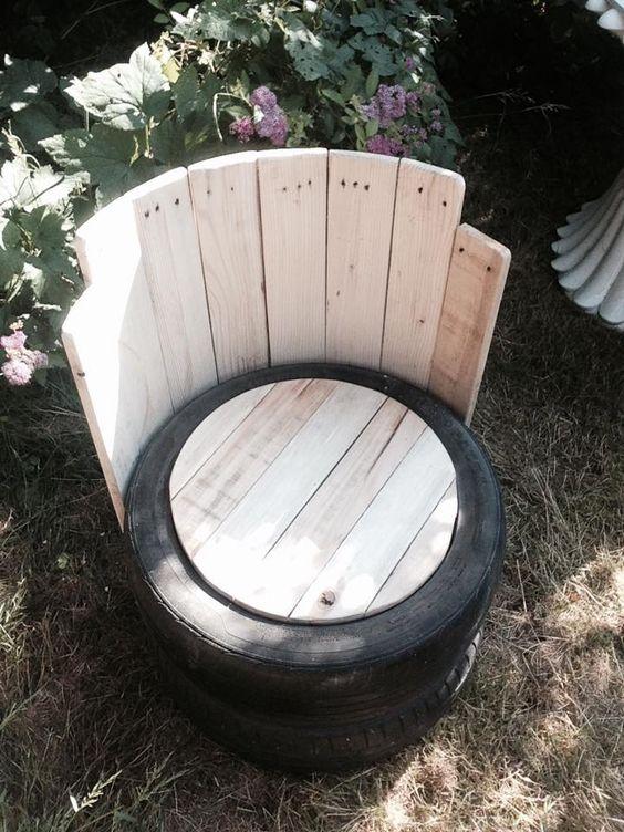 Кресло из шины с деревянной спинкой