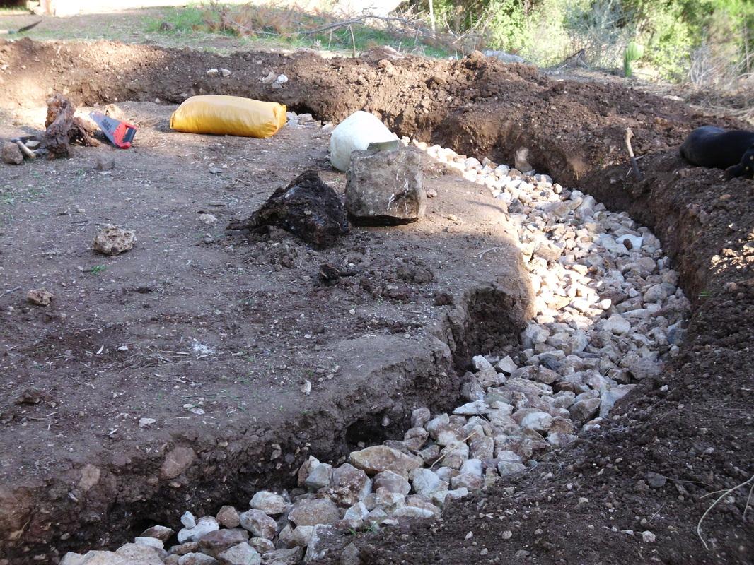 фундамент глиняного дома