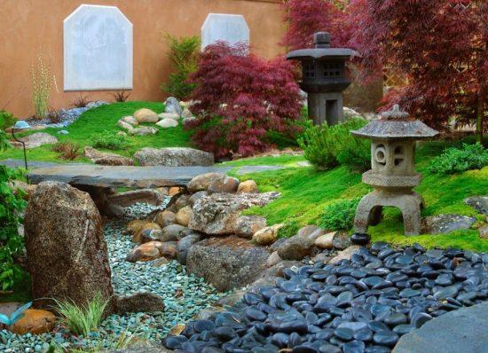 Пример сухого ручья в ландшафтном дизайне на даче