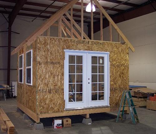Из чего сделать домик на даче